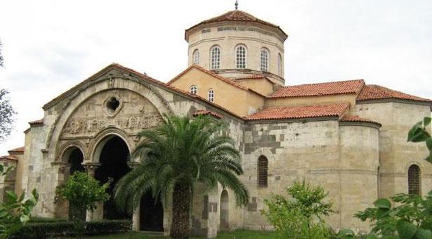 Η Αγία Σοφία Τραπεζούντας μετατράπηκε σε τζαμί. Οι Ποντιακοί Σύλλογοι απαντούν