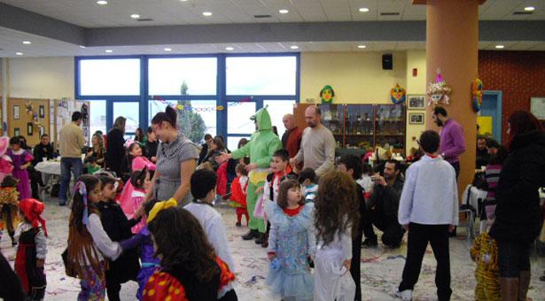Τα παιδιά έβαλαν τα γυαλιά στους μεγάλους τραγουδώντας ποντιακά τραγούδια!