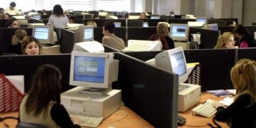 Η Τρόικα επιμένει σε απολύσεις 15.000 δημ. υπαλλήλων