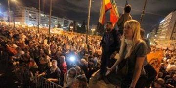 Χιλιάδες οι διαδηλωτές στο Σύνταγμα (video)