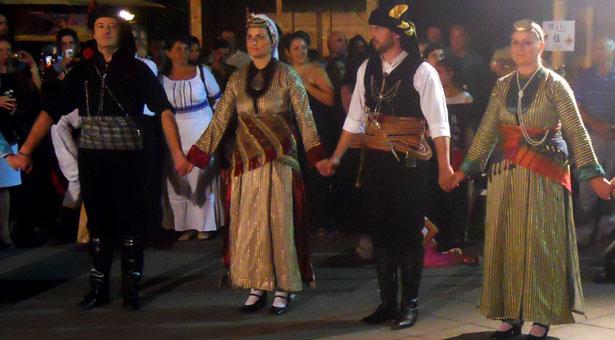 Καλωσόρισμα της Εύξεινου Λέσχη Τρικάλων στην χορευτική ομάδα Βrasov της Ρουμανίας