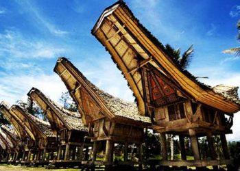 Τα σπίτια πλοία των Ινδονησίων