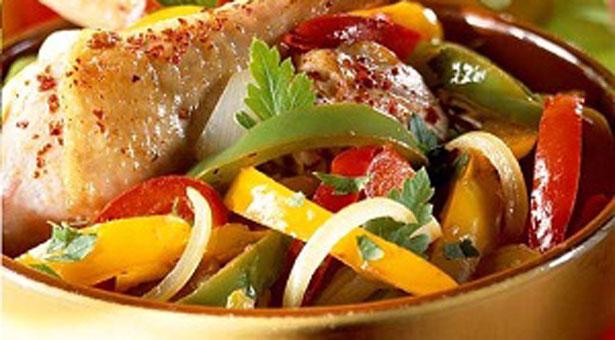 Κοτόπουλο με πιπεριές και κρασί