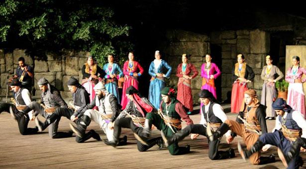 Ο σύλλογος που κάνει μαθήματα ποντιακών χορών με ζωντανή μουσική - Πρόγραμμα μαθημάτων
