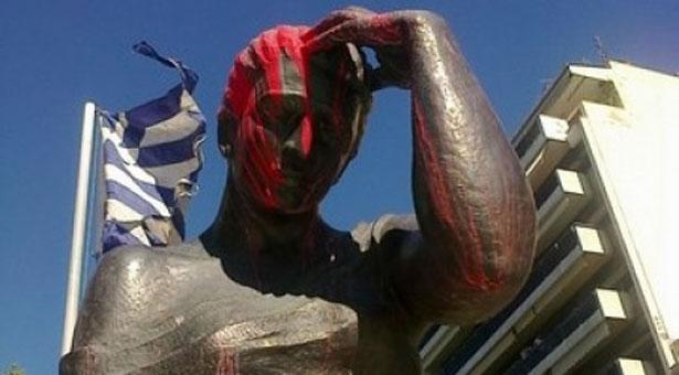 Βεβήλωσαν το άγαλμα του Ποντιακού Ελληνισμού στην Θεσσαλονίκη