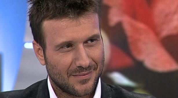 Ποιό τραγούδι είχε γράψει ο Κυριάκος Παπαδόπουλος για τον Πλούταρχο;