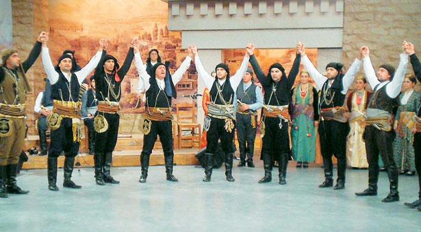 Ο Έλληνας που διδάσκει ποντιακούς χορούς στην Κωνσταντινούπολη