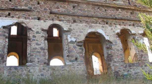 Σμύρνη: Τουρκικές μπουλντόζες κατεδαφίζουν τον Προφήτη Ηλία