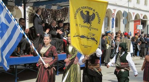 Τα Ποντιόπουλα που έκλεψαν την παράσταση στην παρέλαση της Κομοτηνής