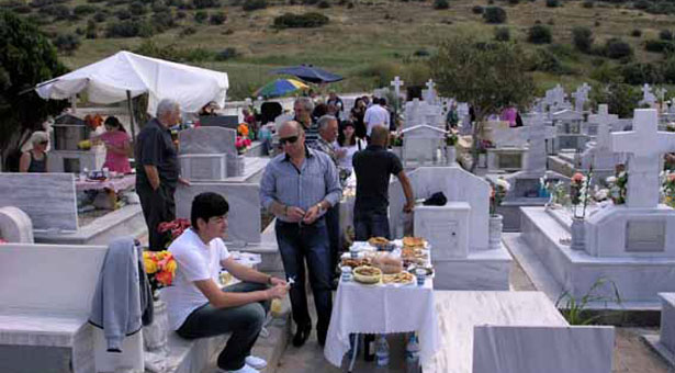 Τα ταφικά έθιμα της Κυριακής του Θωμά στην Καβάλα