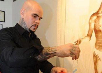 Βίνσεντ Καστίλια: Ζωγραφίζει με  το αίμα του
