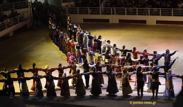 Στιγμιότυπο από το 15ο Φεστιβάλ Ποντιακών Χορών, το 2019 στη Θεσσαλονίκη (φωτ.: Κώστας Παπαδόπουλος)