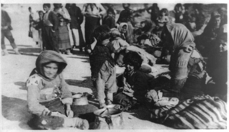Πρόσφυγες από την Ανατολία στο Χαλέπι της Συρίας, περ. 1915-1916 (πηγή: Βιβλιοθήκη του Κογκρέσου)