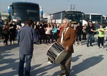 Ασυγκράτητοι Πόντιοι χορεύουν και στο δρόμο!