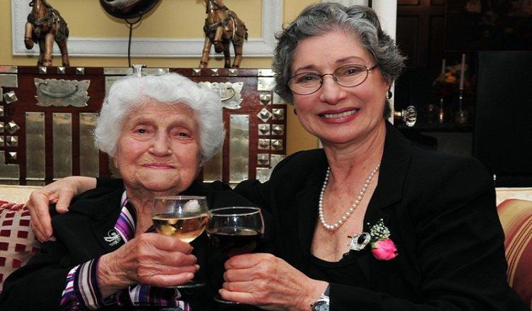 Συνέντευξη: Η Σάνο Χάλο, η «Γιαγιά των Ποντίων», μέσα από τα μάτια της Θία Χάλο