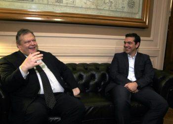 Ο Τσίπρας δεν... τσίμπησε το δόλωμα Βενιζέλου για τρόικα και Πρόεδρο