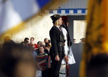 H πρώτη φορά που Εύζωνας φόρεσε επισήμως τη στολή του Πόντιου αντάρτη