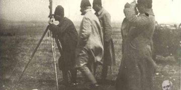 Ο Μουσταφά Κεμάλ παρακολουθεί την τουρκική προέλαση κατά τη μάχη του Αφιόν Καραχισάρ (πηγή: Εθνικό Ίδρυμα Ερευνών και Μελετών «Ελευθέριος Κ. Βενιζέλος»)