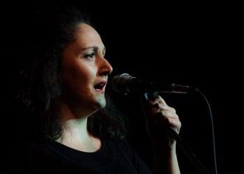 Μελίνα Χατζηκαμάνου: Μια νεαρή Πόντια, ιέρεια της ελληνικής μουσικής παράδοσης