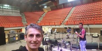 Θοδωρής Κοτίδης: Βαθιά προσηλωμένος στην ποντιακή παράδοση, μυεί τη νέα γενιά στη λύρα (βίντεο)