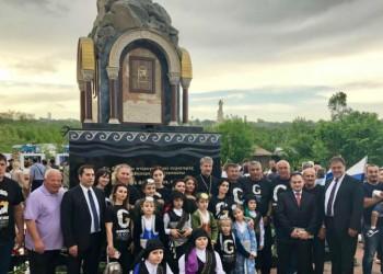Σε κλίμα συγκίνησης τα αποκαλυπτήρια του μνημείου για τη Γενοκτονία των Ποντίων στο Εσεντουκί της Ρωσίας (φωτο)