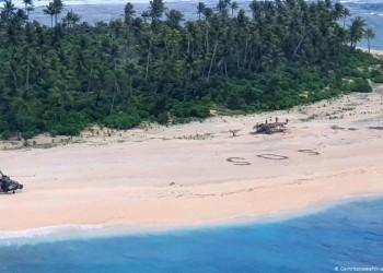 Ναυαγοί σε νησί του Ειρηνικού σώθηκαν χάρη στο SOS στην άμμο! (βίντεο)