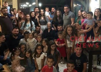 Γιαγιά από την Κρήτη κάλεσε τους απογόνους της για μια φωτογραφία – Έφτασαν απ' όλο το νησί