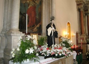 Κέρκυρα: Στην εκκλησία πήγαν σήμερα τα κατοικίδια του νησιού για να ευλογηθούν (φωτο)