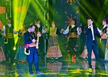 Αλέξανδρος Τσοποζίδης: Ο τραγουδιστής που κέρδισε τις καρδιές χιλιάδων θαυμαστών (βίντεο)