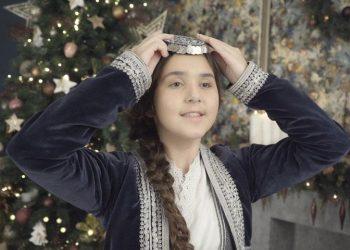 Η 10χρονη Αναστασία με ποντιακή φορεσιά (φωτ.: ΑΠΕ-ΜΠΕ/ STR/ Μιλένα Γιαννακίδου)
