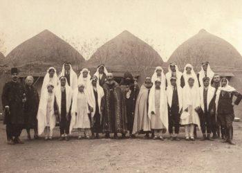 Η γαμήλια φωτογραφία δημοσιεύτηκε στην εφημερίδα «Hayreniq», στη Βοστόνη, στις 28-29 Ιουνίου 1958 (φωτ.: Armenian Genocide Museum-Institute collection/ Από το βιβλίο «100 Photographic Stories of the Armenian Genocide»)
