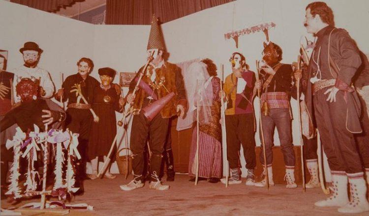 Επέτειος 50 ετών από την ίδρυση και δράση της Επιτροπής Ποντιακών Μελετών. Μωμόγεροι στην Καλλιθέα το 1978 (πηγή: Επιτροπή Ποντιακών Μελετών)