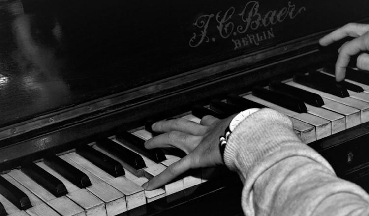 Πόντιος μουσικοσυνθέτης βγάζει χρυσό δίσκο σε δημοπρασία υπέρ καρκινοπαθών παιδιών