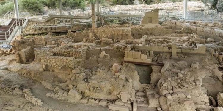 Η νεκρόπολη της Ορθής Πέτρας (πηγή: «Ελεύθερνα»)