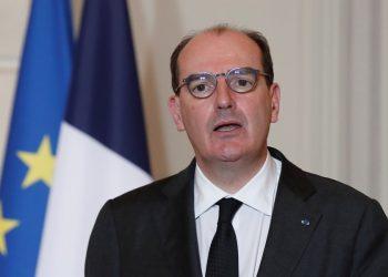 Ο Γάλλος πρωθυπουργός Ζαν Καστέξ, στα Ηλύσια Πεδία, στο Παρίσι (φωτ.: EPA/BENOIT TESSIER / POOL  MAXPPP OUT)