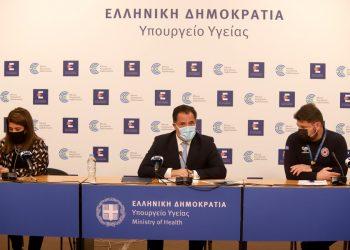 Στιγμιότυπο από τη συνέντευξη Τύπου του υπ. Ανάπτυξης Άδωνι Γεωργιάδη, του υφυπ. Πολιτικής Προστασίας και Διαχείρισης Κρίσεων Νίκο Χαρδαλιά και την καθηγήτρια Παιδιατρικής Λοιμωξιολογίας του ΕΚΠΑ Βάνα Παπαευαγγέλου (φωτ.:ΑΠΕ-ΜΠΕ / Υπ. Ανάπτυξης και Επενδύσεων/STR)