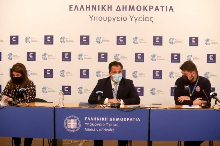 Στιγμιότυπο από τη συνέντευξη Τύπου του υπ. Ανάπτυξης Άδωνι Γεωργιάδη, του υφυπ. Πολιτικής Προστασίας και Διαχείρισης Κρίσεων Νίκο Χαρδαλιά και την καθηγήτρια Παιδιατρικής Λοιμωξιολογίας του ΕΚΠΑ Βάνα Παπαευαγγέλου (φωτ.: ΑΠΕ-ΜΠΕ / Υπ. Ανάπτυξης και Επενδύσεων/STR)