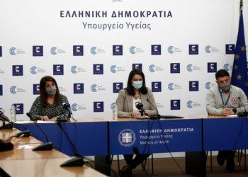 H Βάνα Παπαευαγγέλου, η Νίκη Κεραμέως και ο Νίκος Χαρδαλιάς για το άνοιγμα Γυμνασίων-Λυκείων της χώρας (φωτ.: ΑΠΕ-ΜΠΕ /Γιάννης Κολεσίδης)