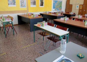 Εικόνα από αίθουσα σε δημοτικό σχολείο της Γλυφάδας (φωτ.: ΑΠΕ-ΜΠΕ / Παντελής Σαΐτας)