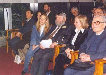 Άντονι Μπράιερ (κέντρο) και Οδυσσέας Λαμψίδης (δεξιά) σε εκδήλωση του «Αγίου Γεωργίου Περιστερεώτα»