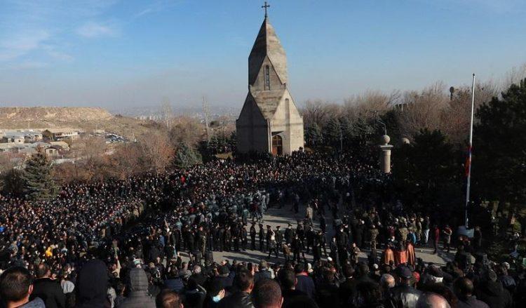 Εικόνα από την Πορεία Μνήμης του αρμενικού λαού προς τιμήν των στρατιωτών που έπεσαν στο Ναγκόρνο Καραμπάχ (φωτ.: EPA /VAHRAM BAGHDASARYAN / PHOTOLURE MANDATORY CREDIT)