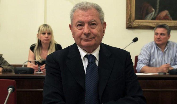 Ο Σήφης Βαλυράκης στην Επιτροπή Θεσμών και Διαφάνειας της Βουλής (φωτ.: ΑΠΕ-ΜΠΕ / Συμέλα Παντζαρτζή)