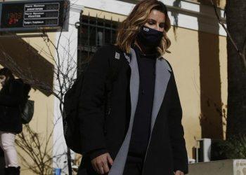 Η Ολυμπιονίκης Σοφία Μπεκατώρου αποχωρεί από την Εισαγγελία, μετά την κατάθεσή της για τις σοβαρές καταγγελίες περί σεξουαλικής κακοποίησής της (φωτ.: ΑΠΕ-ΜΠΕ / Γιάννης Κολεσίδης)