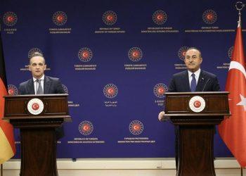 Μ. Τσαβούσογλου (Δ) και Χ. Μάας στην κοινή συνέντευξη Τύπου (φωτ.: EPA / Cem Ozdel / Turkish Foreign Ministery Press Office)