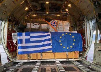 Εικόνα από το αεροσκάφος που μετέφερε την ελληνική βοήθεια στην Κροατία (φωτ.: ΑΠΕ-ΜΠΕ / STR)