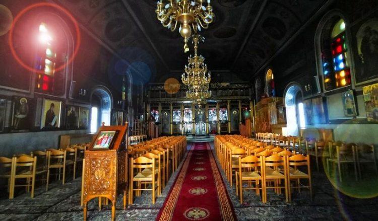 Η εκκλησία της Αγίας Τριάδας στο Ναύπλιο άνοιξε και πάλι τις πόρτες της στους πιστούς για ατομική προσευχή (φωτ.: ΑΠΕ-ΜΠΕ / Ευάγγελος Μπουγιώτης)