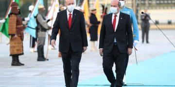 Ο Ταγίπ Ερντογάν με τον Ερσίν Τατάρ στην Άγκυρα (φωτ.: EPA / Turkish President Office)