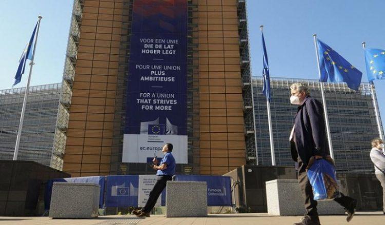 Εξωτερική άποψη της έδρας της Ευρωπαϊκής Επιτροπής, στις Βρυξέλλες (φωτ.: EPA / Olivier Hoslet)