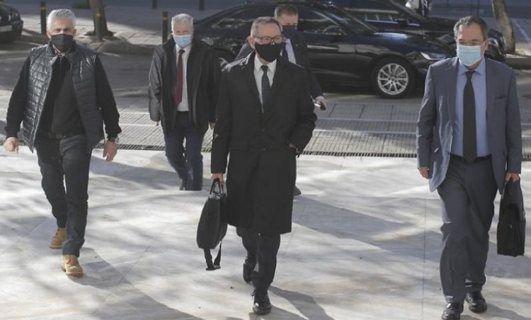 Ο διοικητής της Τράπεζας της Ελλάδος Γιάννης Στουρνάρας προσέρχεται στον Άρειο Πάγο για να καταθέσει για την υπόθεση Novartis (φωτ.: ΑΠΕ-ΜΠΕ / Κώστας Τσιρώνης)
