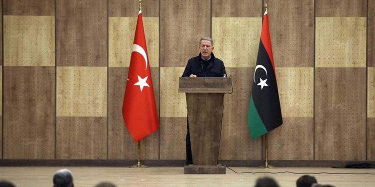 Ο Χουλουσί Ακάρ στη Λιβύη (φωτ.: twitter.com / tcsavunma)